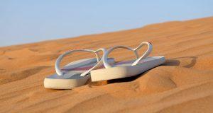 Hukum Memakai Sandal saat di Kuburan - MuadzDotCom - Sahabat Belajar Islam