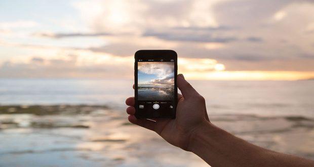 Hukum Mengambil Gambar dengan Kamera HP - MuadzDotCom - Sahabat Belajar Islam