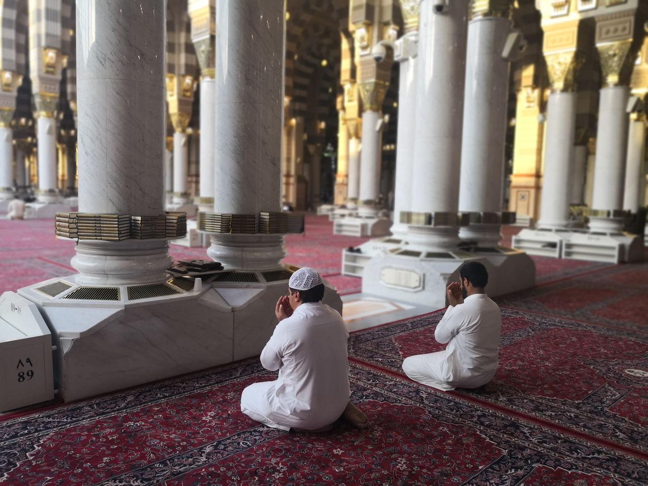 Hukum Mengangkat Tangan saat Berdoa - MuadzDotCom - Sahabat Belajar Islam